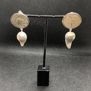 Ohrstecker 925/- Silber mit antiken Münzen und Barocksüßwasserperlen weiß