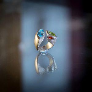 Ring 925/- Silber mit Edeltopasnavette blu sky fac., Peridotnavette fac. und Feueropalnavette fac. W58
